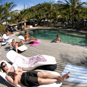 Base Magnetic Island Cheap Deal 1 - Return Ferry + 2 nights Accommodation + 1 Dinner + 1 Breakfast + 1 drink