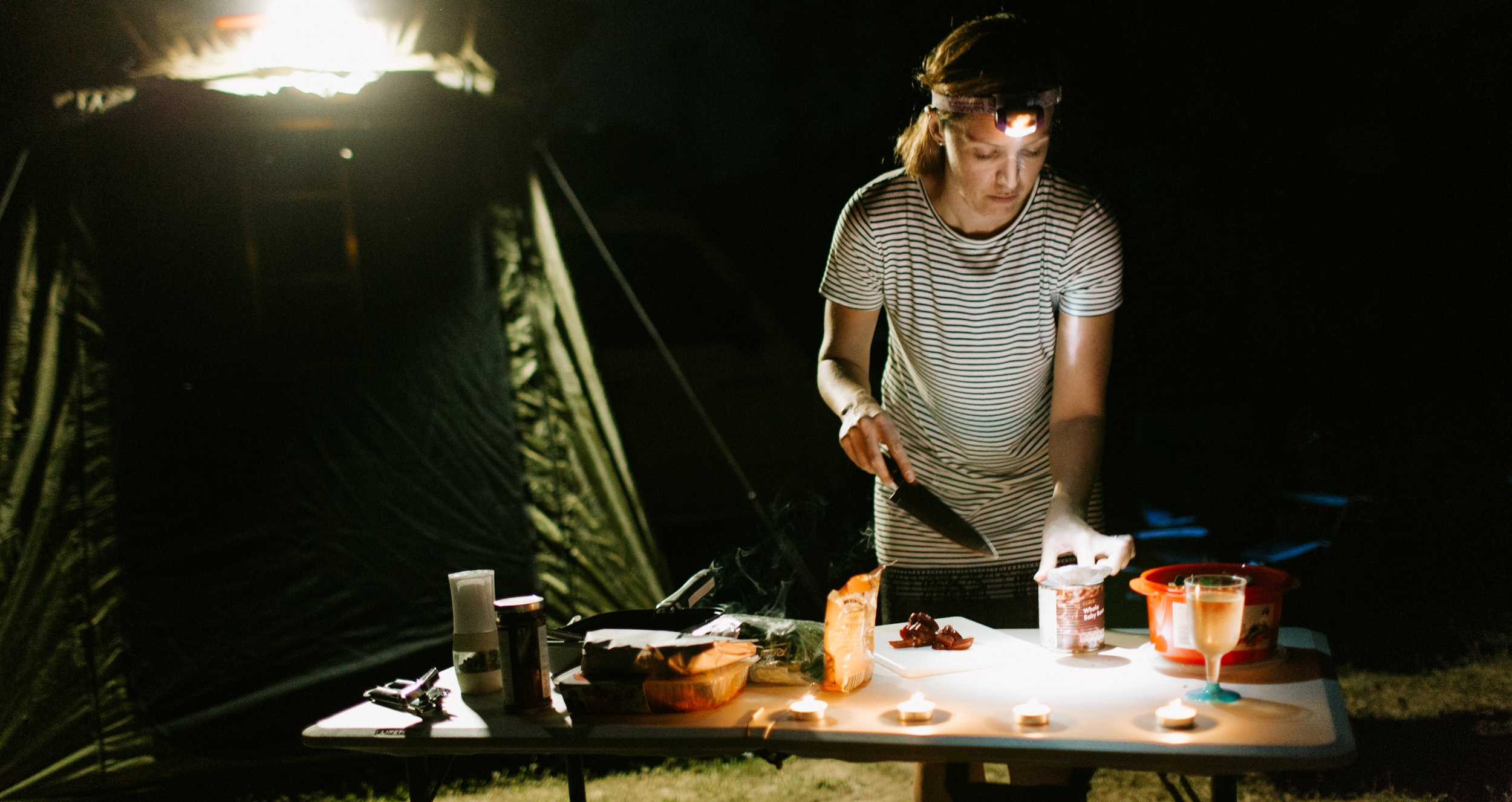 britz-outback-4wd-cooking-at-night