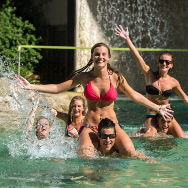 pool gilligans cairns