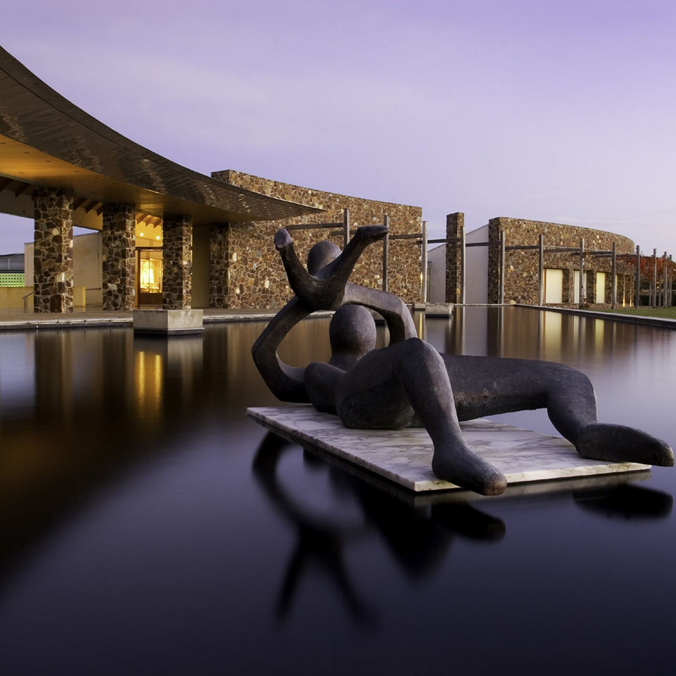 yarra valley winery tour sculpture